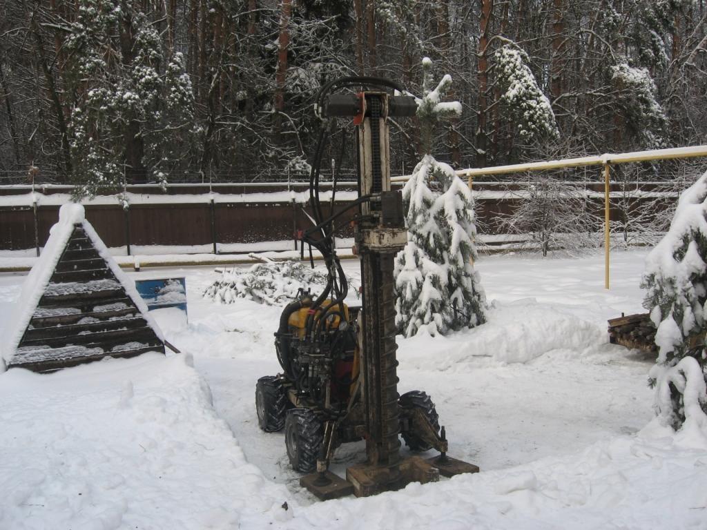 Бурение скважины при снеге
